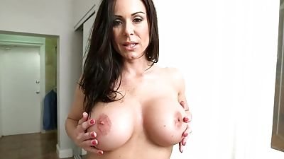 Big-titted Lust gives blowage