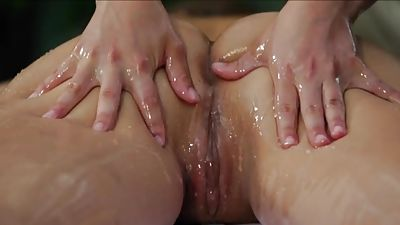Moisturized g/g vulva.. View that is pleasant