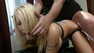 Submissive housewife gets fucked in the butt