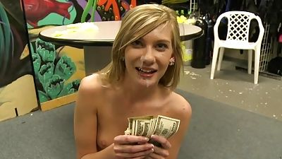 Woman agrees to quit her tight cooter for cash
