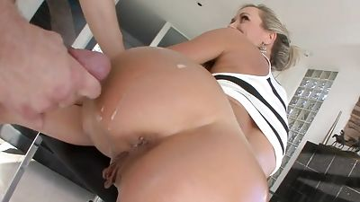 Enormous backside mummy Brandi Love gets fucked from behind